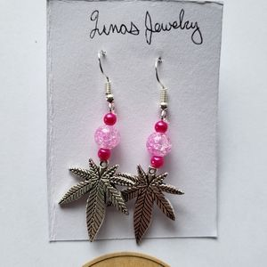 🌸 leaf dangle charm earrings 🌸